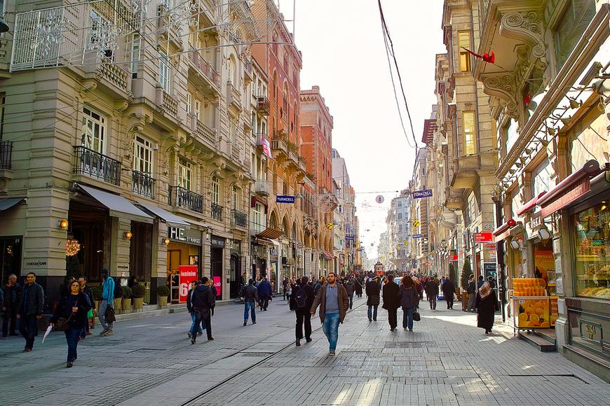 Улица Истикляль в Стамбуле: исторический и шоппинг-центр города