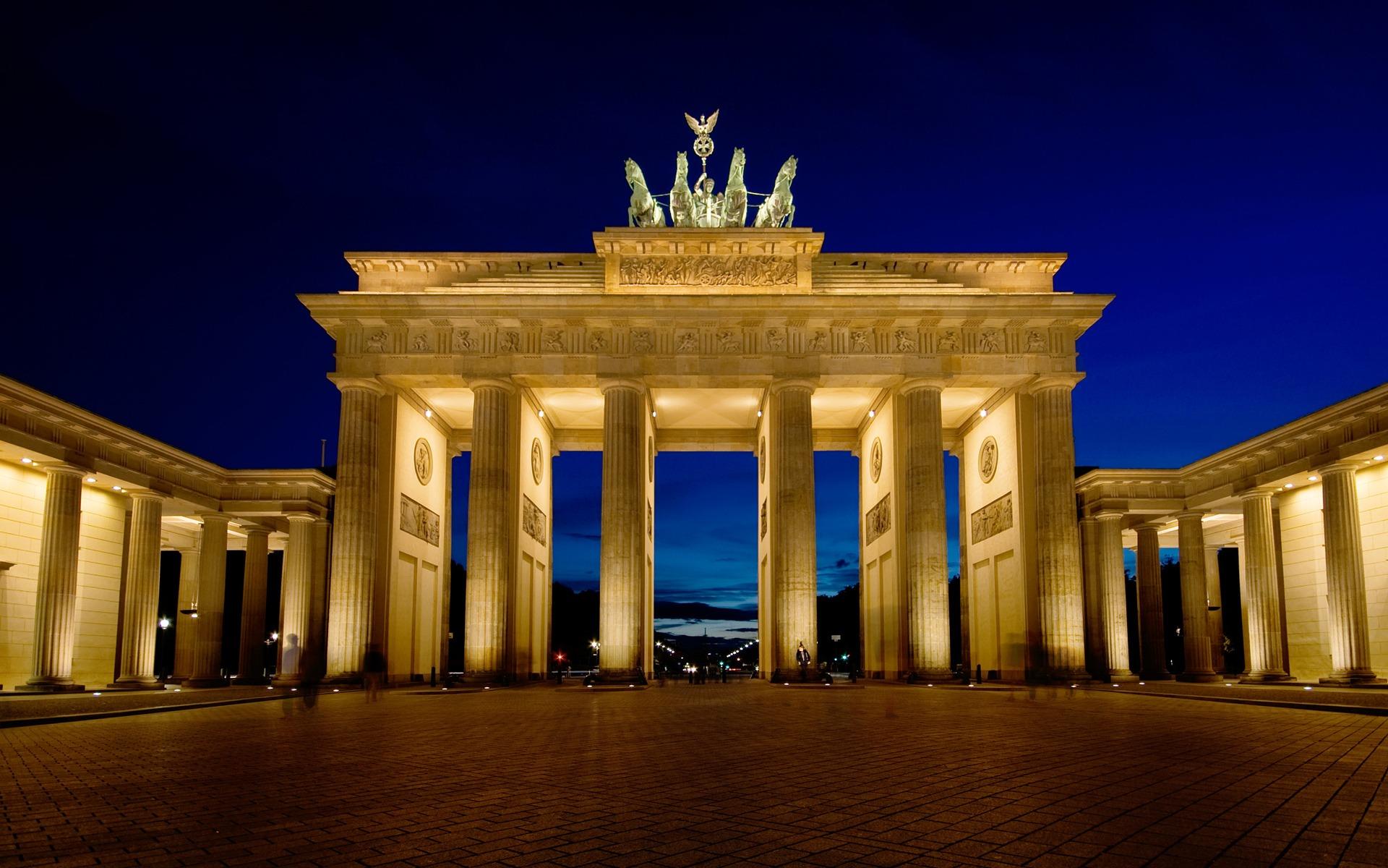 оперативно бранденбургские ворота в берлине фото давно