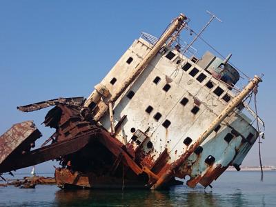 Морская прогулка на яхте к затонувшему кораблю — остров Тиран