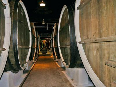 Тайны Инкерманских подвалов: пещерный монастырь и завод марочных вин