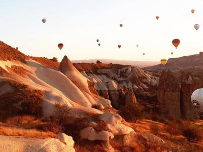 На воздушном шаре над инопланетными пейзажами