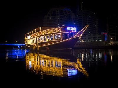 Ужин на Арабской лодке в районе Дубай Марина (из Шарджи)