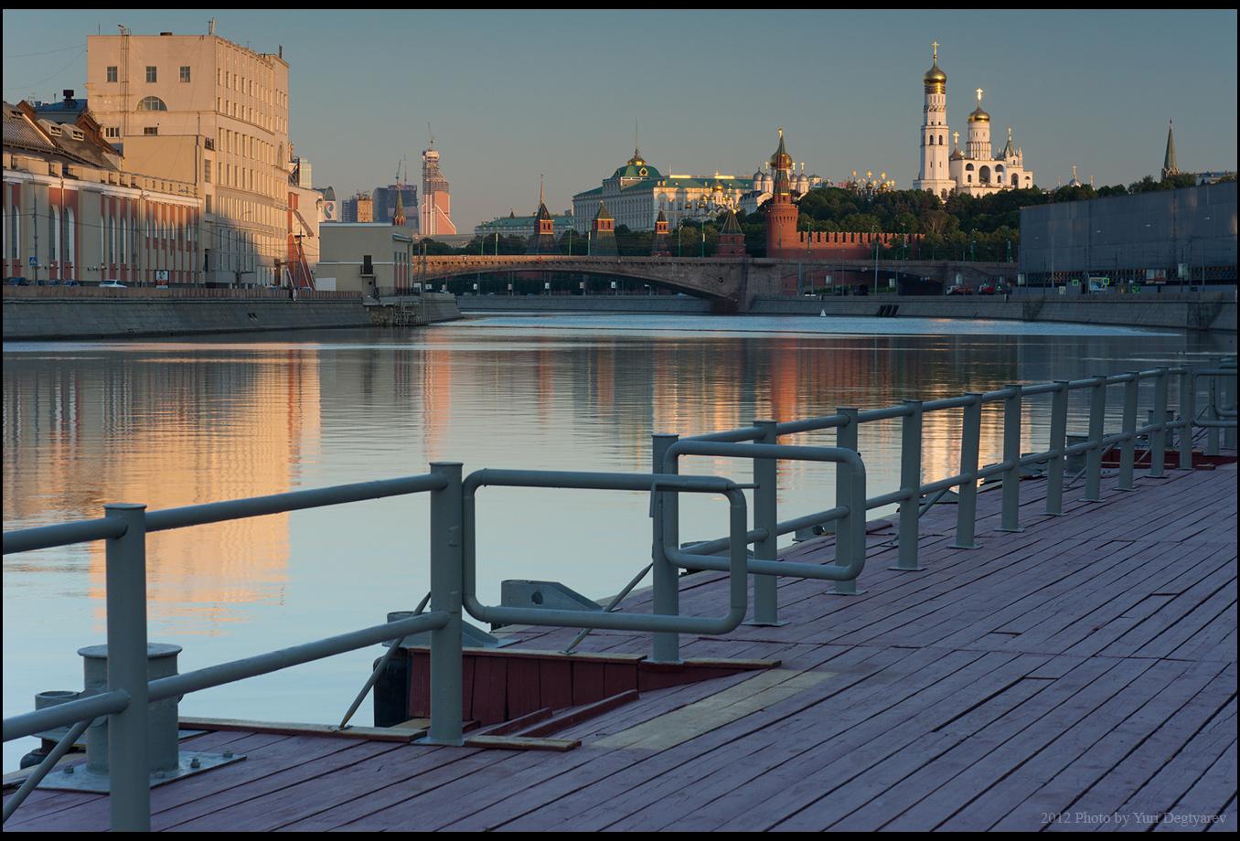 Фото причала у Большого Устьинского моста в Москве
