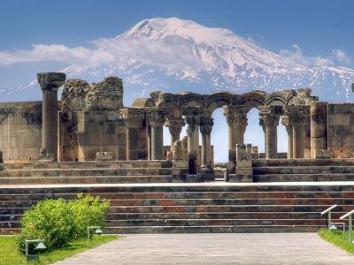 Священный город в Армении: Эчмиадзин
