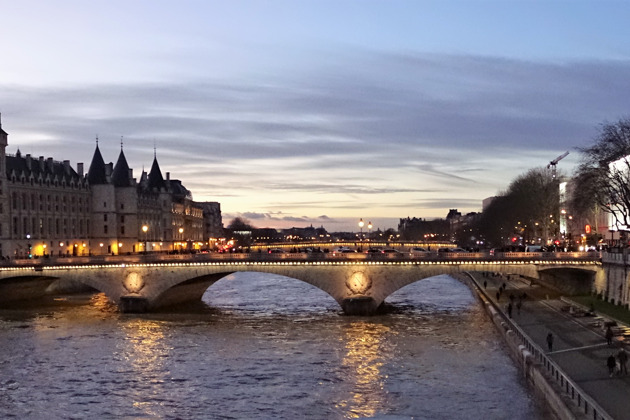 Прогулка вдоль Сены по вечернему Парижу