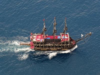 На пиратской яхте к лучшим пляжам Алании