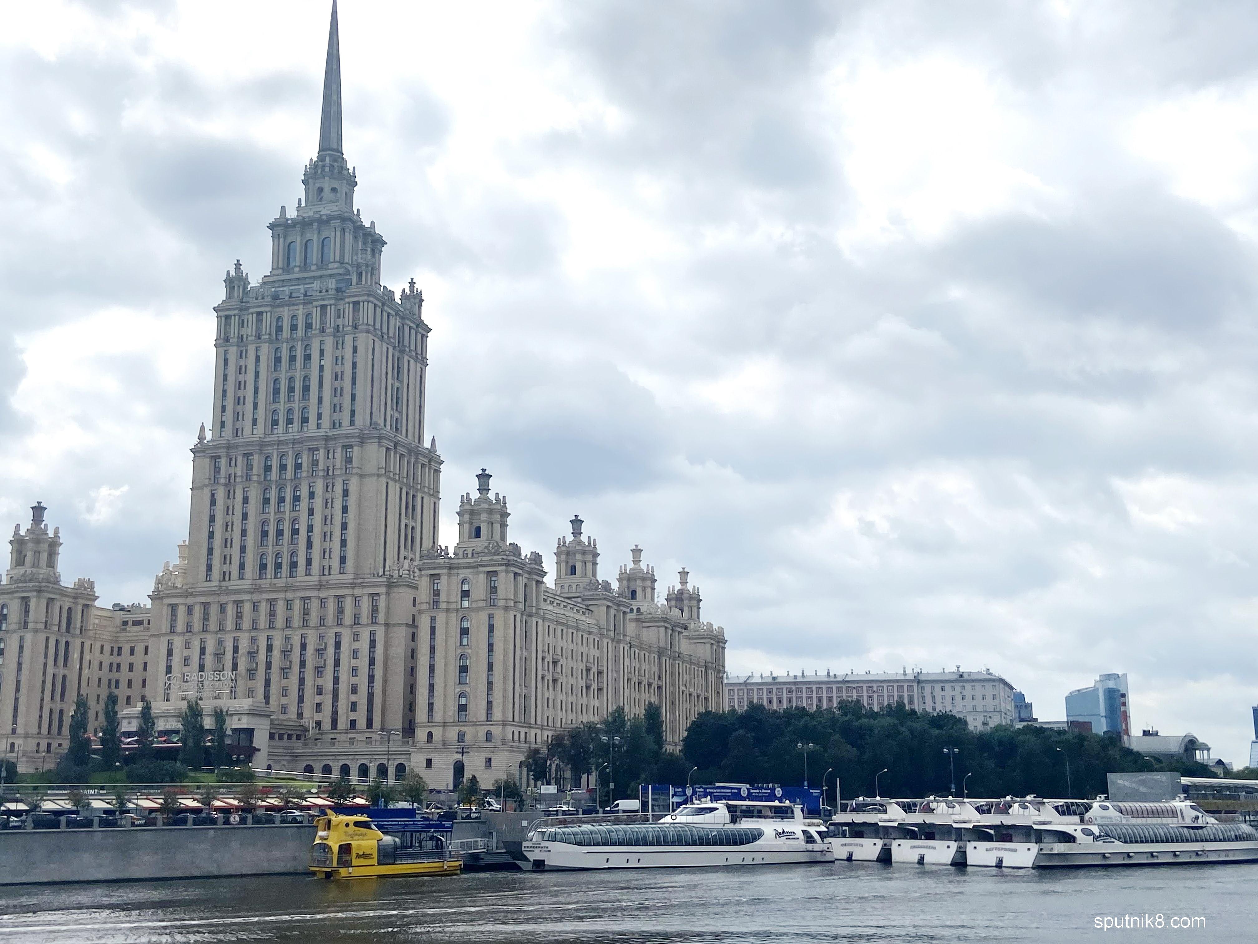 Фото причала у гостиницы Украина в Москве
