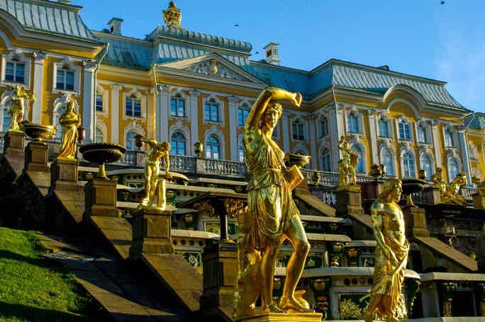 Автобусная экскурсия в Петергоф c билетами в Большой дворец без очереди!