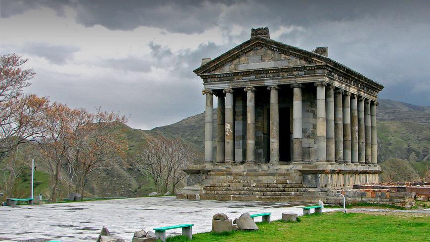 Храм Гарни, монастырь Гегард и озеро Севан за один день