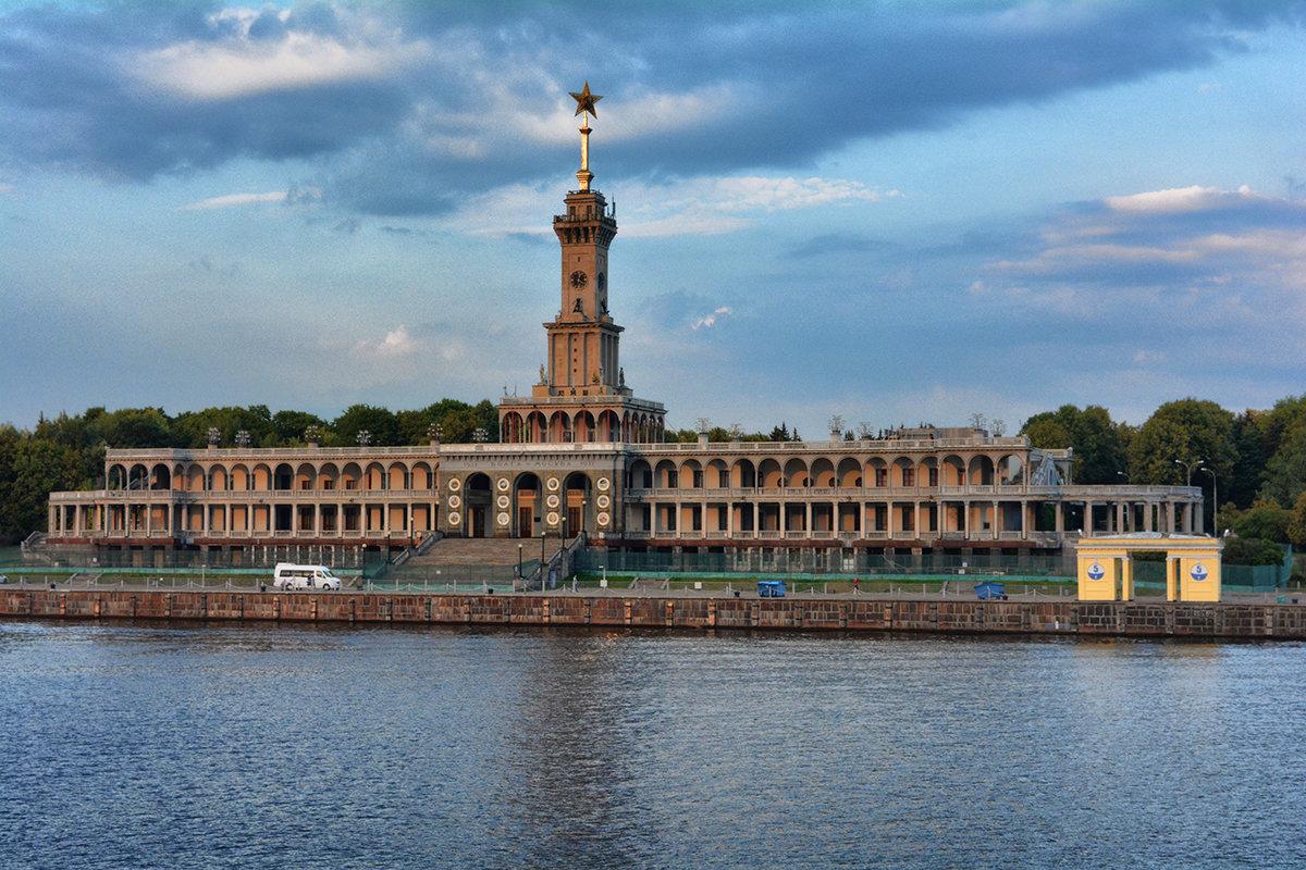 Фото причала у Северного речного вокзала в Москве