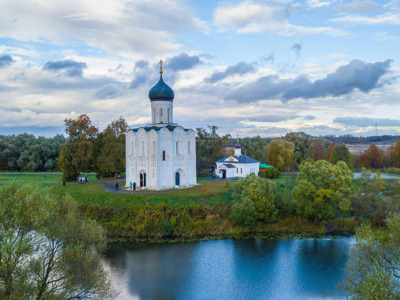 Село Боголюбово и церковь Покрова на Нерли