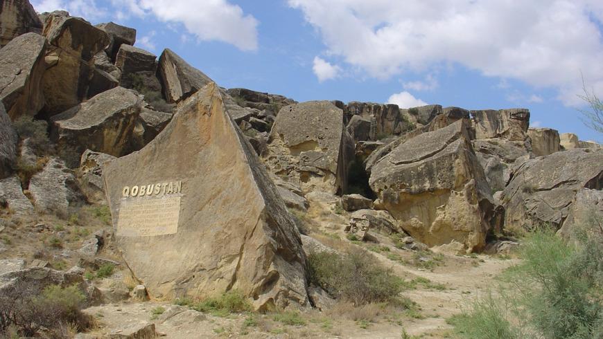 Наскальная живопись Гобустана и поездка на грязевые вулканы