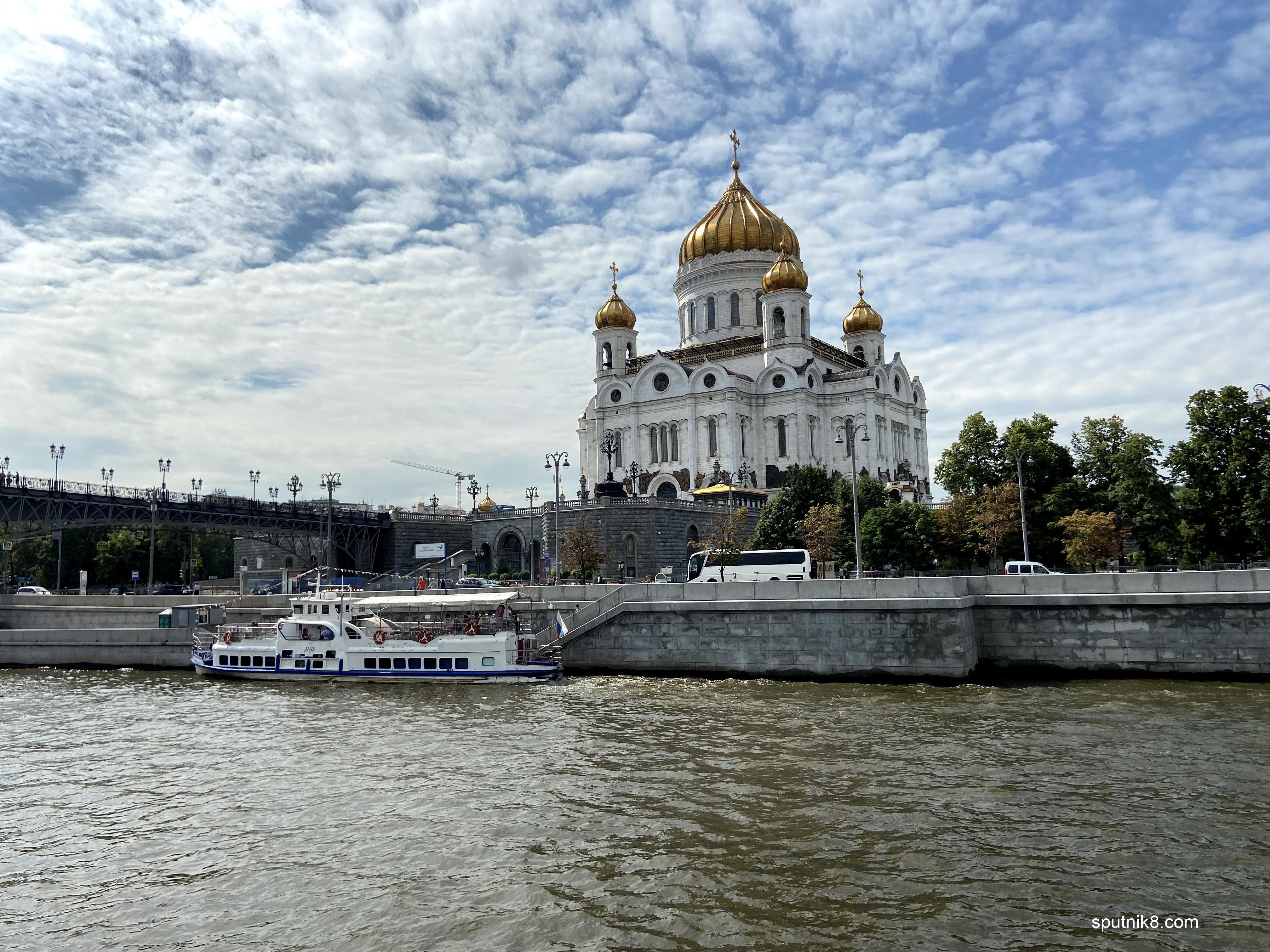 Фото причала у Патриаршего моста в Москве