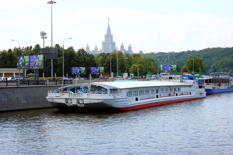 Фото теплохода Ватель в Москве.