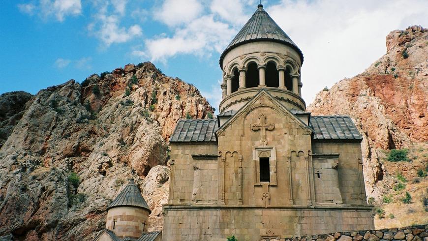 Шелковый путь, пещера Арени, монастыри Хор Вирап и Нораванк