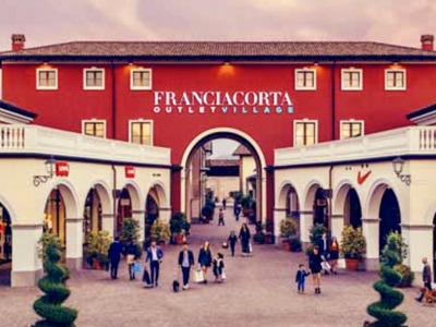 Шоппинг в Franciacorta Outlet Village, Mantova Outlet Village