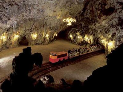 Постойнская пещера, Предъямский замок, авто-пешеходная экскурсия