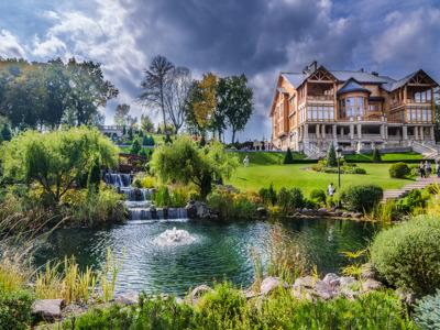 Экскурсия в резиденцию Межигорье – музей коррупции на Land Cruiser Prado