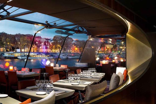 Ужин на кораблике в 20:30 с круизом по Сене, Париж