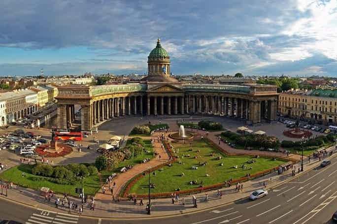 Walking tour in St. Petersburg