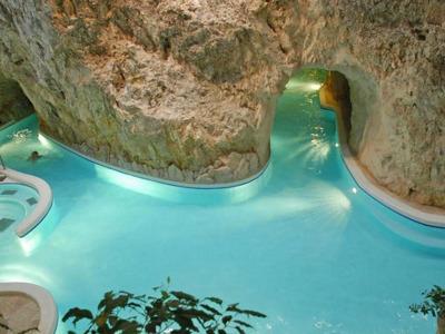 Эгер и Мишкольцтапольца: экскурсия по термальным купальням в пещерах