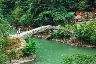 Водопад и мост Махунцети