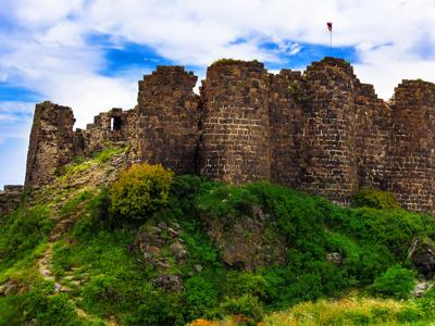Тайны армянского алфавита, храма на краю обрыва и крепости в облаках