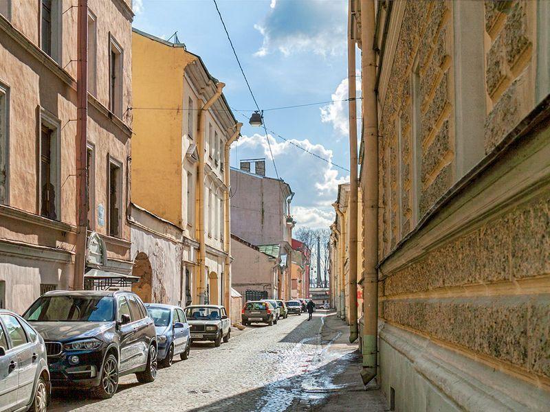 Онлайн-экскурсия «Проходные дворы Васильевского острова. Город в городе»