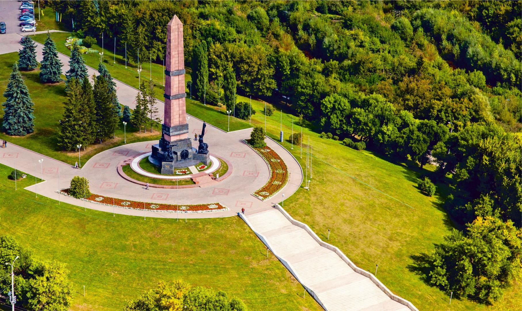 Фото монумента дружбы в Уфе