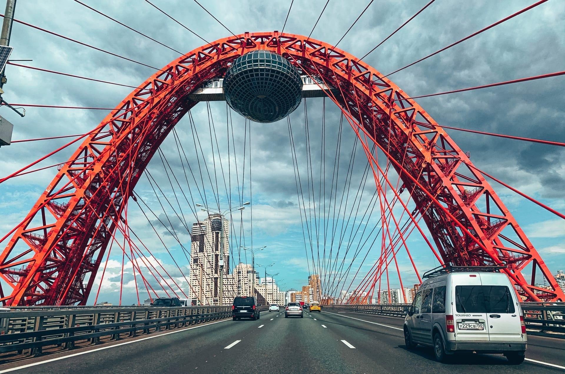 Фото Живописного моста в Москве.