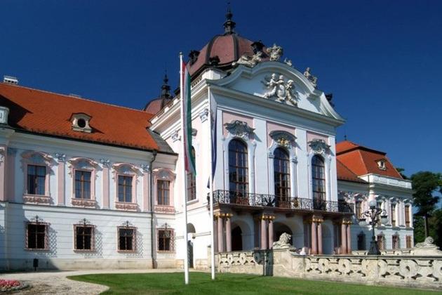 Геделле-Вац: дворец императрицы Сиси