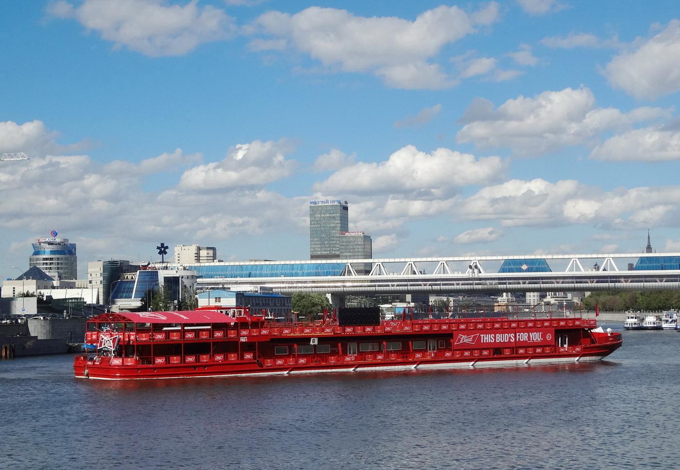 Фото теплохода Loft Boat в Москве.