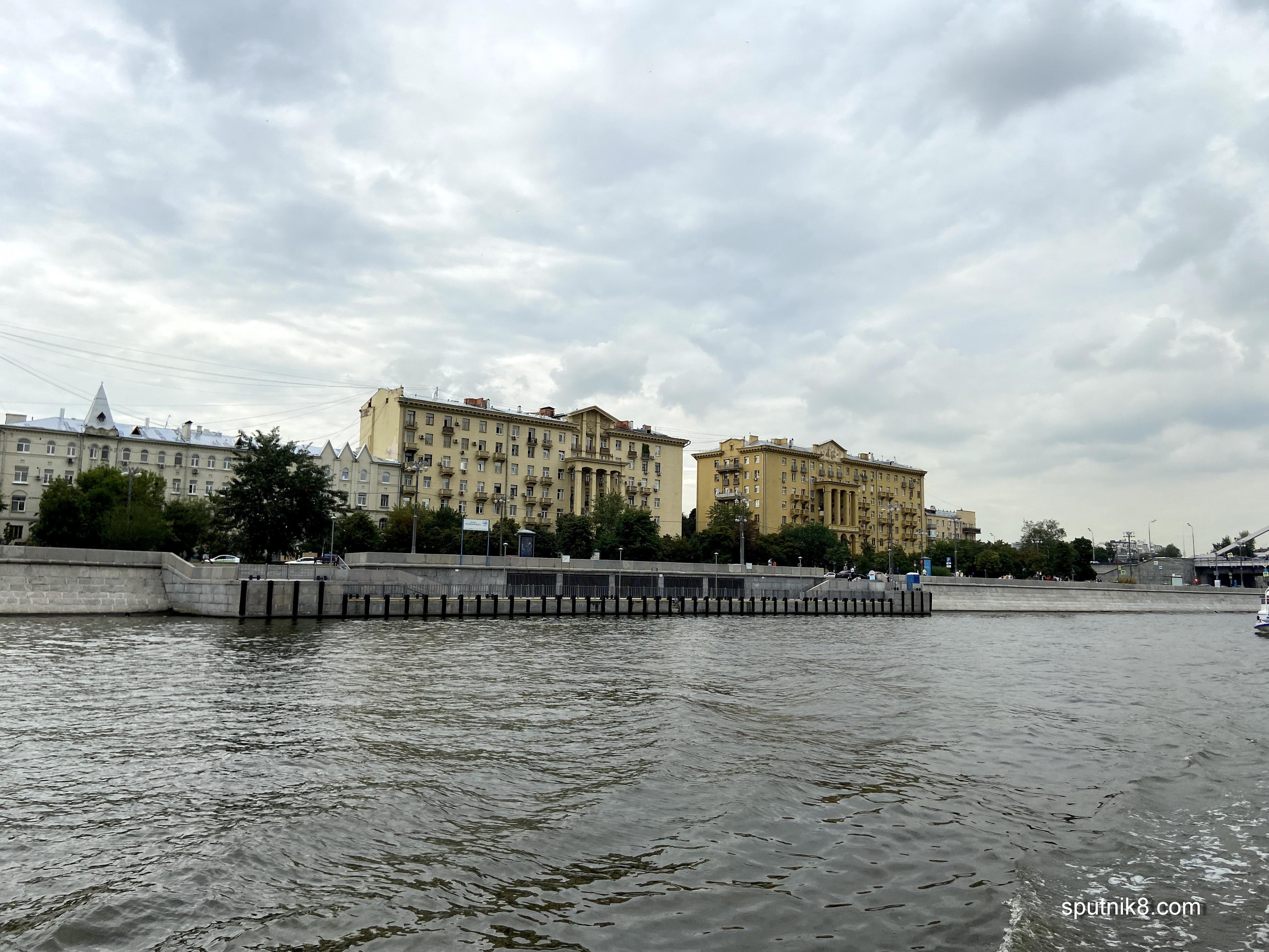 Фото причала у Крымского моста в Москве