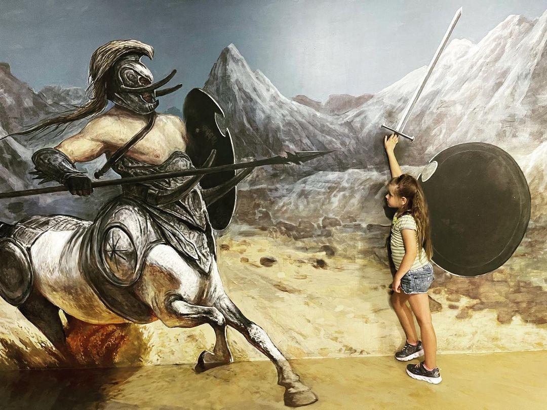 Девочка с мечом