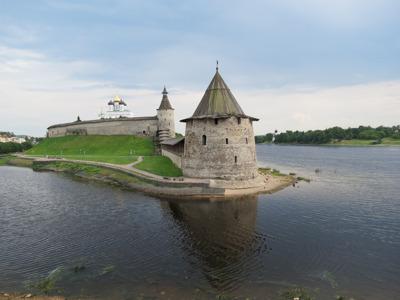 Однодневная экскурсия Псков — Изборск — Печоры