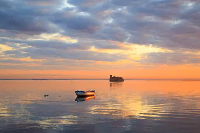 От Гибралтара до Кронштадта: история морских крепостей на катере