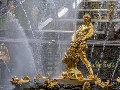 Петергоф и фонтаны Нижнего парка (автобусная групповая экскурсия)