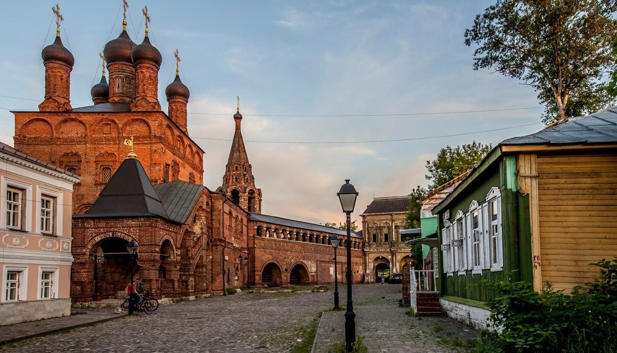 Крутицкое подворье в Москве: история основания и строительства, описание, как добраться