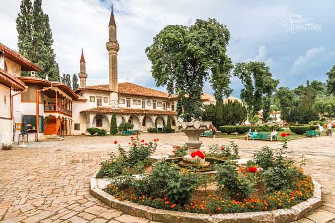 Бахчисарай: Ханский дворец и пещерные города