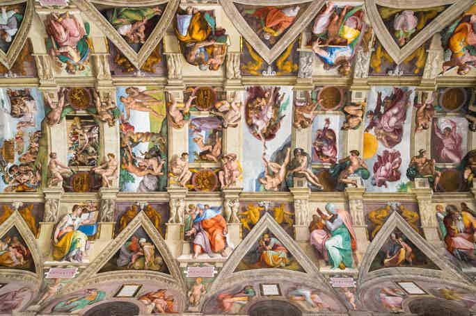 Экскурсия в музеи Ватикана в минигруппе (билеты включены)