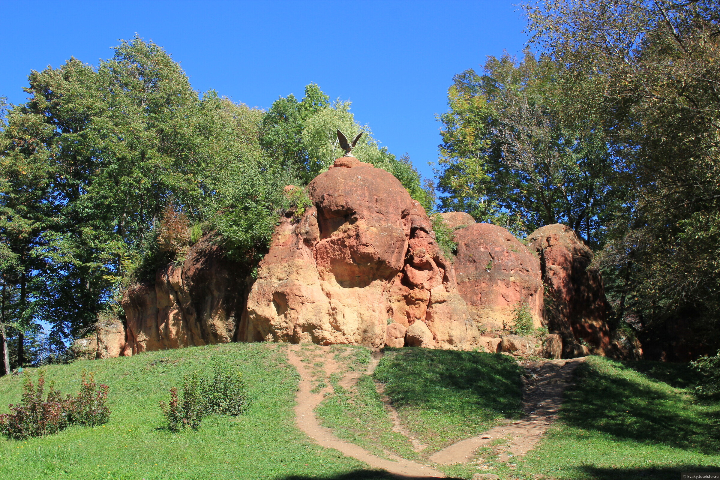 Красные камни в Кисловодске - фото