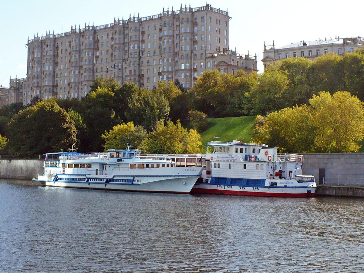 Фото причала Кутузовский в Москве.